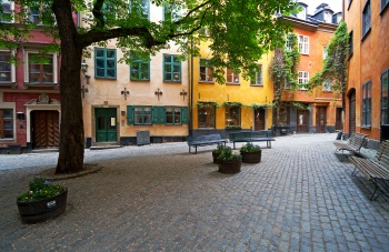 Take in Gamla stan's atmosphere at Brända Tomten!